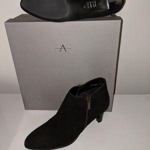 NIB Aquatalia booties Size 8.5